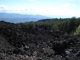 Grotta del Gelo, Mount Etna: the view is dominated by the contrast