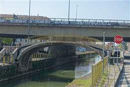 The Naviglio Pavese cycle route: old bridges