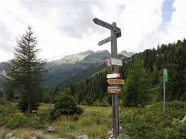 Orso Bruno hut - Malghette lake: the indication for the the lake
