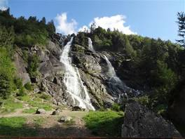 Val di Genova path, in the Adamello Park: Nardis falls