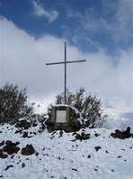 Monte Zoccolaro hiking trail: besides seeing a cross that indicates the end of the path